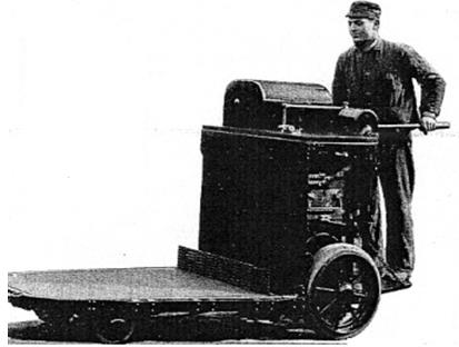 A már gépi erővel működtetett első targoncák egyike